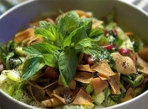 طبخات رمضان بالصور سهله طبخات رمضان بالصور سهله يطل علينا شهر رمضان الفضيل في كل عام شهر الصيام وشهر الخير والبركة وا Fattoush Salad Salad Goody Recipe