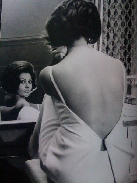Backless - Rare and Magnificent Photos of Sophia Loren - Photos