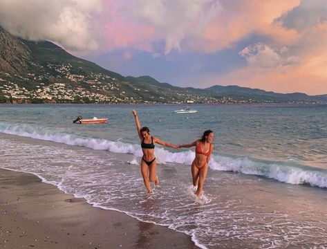 summertime is comin! Endless summer Summer fashion Summer vibes Summer pictures Summer photos Summer outfits March 19 2020 at Photos Bff, Best Friend Photos, Best Friend Goals, Beach Photos, Friend Pics, Summer Feeling, Summer Vibes, Shotting Photo, Cute Friend Pictures