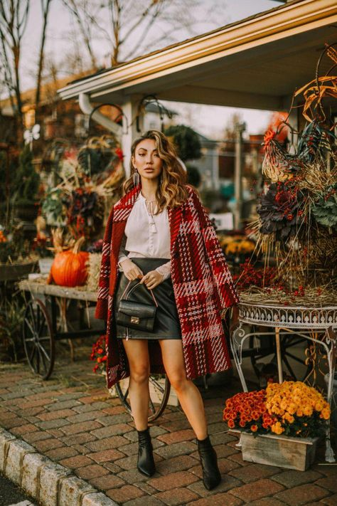 Day-to-night workwear, express edition collection 2018, express plaid coat // Notjessfashion.com | #cocktailhour #workwear #plaidcoat #collection2018 #fashionblogger #nycphotography #fallfashionoutfits2019