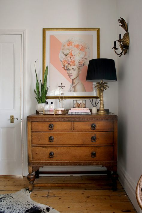 How to Style a Bedroom Chest of Drawers - Swoon Worthy - How to Style Your Bedroom Chest of Drawers Informations About How to Style a Bedroom Chest of Drawer - Chest Of Drawers Decor, Bedroom Drawers, Bedroom Sets, Home Bedroom, Bedroom Decor, Vintage Chest Of Drawers, Master Bedroom, Dresser Drawers, Bedroom Dresser Styling