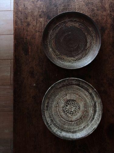 入荷 井上茂さんの印花三島、彫三島の八寸皿が届いています   百職手帖 ...
