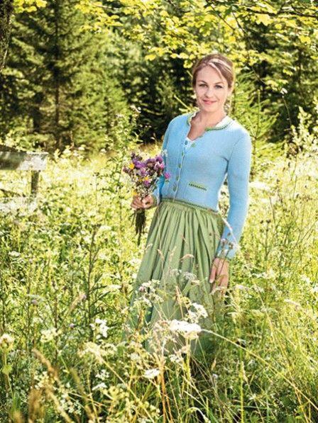 Diesen Damenjanker können Sie toll kombinieren - im Sommer zum leichten Kleid oder im Winter zu Jeans und Bluse. Hier finden Sie die Strickanleitung.