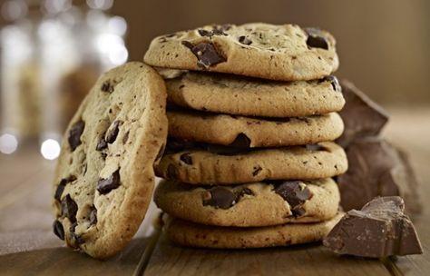 """Dicke Schokostückchen, die auf der Zunge zergehen, der Keks richtig schön """"chewy"""", also weich und saftig: Cookies sind jede Sünde wert - wenn es das richtige Cookies-Rezept ist..."""