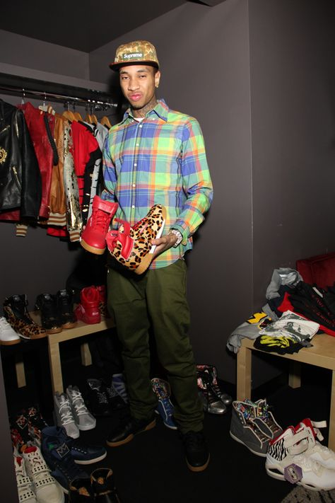 Look at all those Reebok shoes! On Sunday April rapper Tyga took over the very intimate Club Nokia in Los Angeles, and Hana Hussein, our.