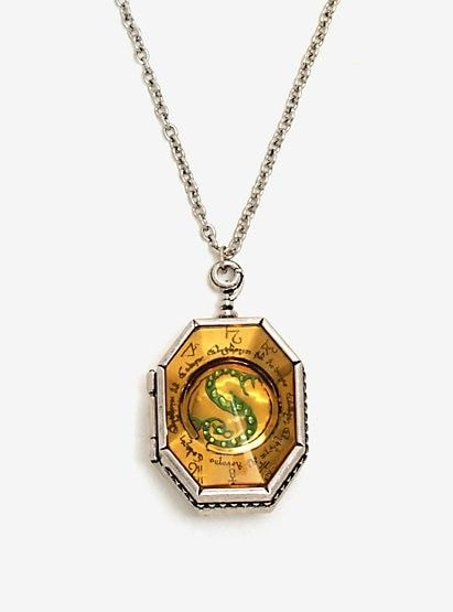 Pin By Stephanie Reese On Wish List Slytherin Locket Horcrux Locket Harry Potter Necklace