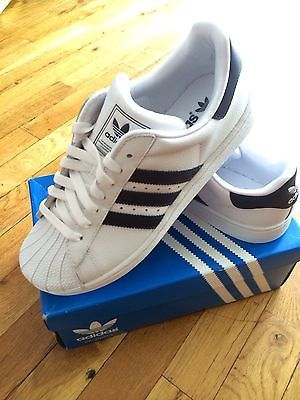 NEW-BOYS-GIRLS-ADIDAS-SUPERSTAR-2-JR-WHITE-NAVY-US-Shoe-Size-Youth-6 ... 748bba936e04