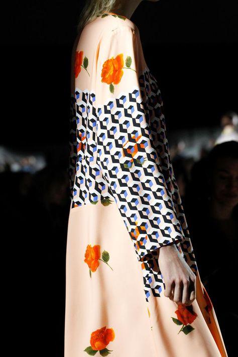 http://www.vogue.com/fashion-shows/fall-2017-ready-to-wear/dries-van-noten/slideshow/details