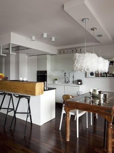 Mala Kuchnia Ale Jaka Funkcjonalna Czarne Sciany I Ciemna Podloga Sa Dosko Cuisine Minimaliste Decoration Cuisine Cuisine Appartement