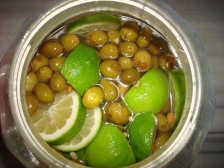 تفسير حلم اكل الزيتون المخلل للبنت والحامل اكل الزيتون المخلل الزيتون الزيتون المخلل الزيتون المخلل للبنت Food Fruit Olive
