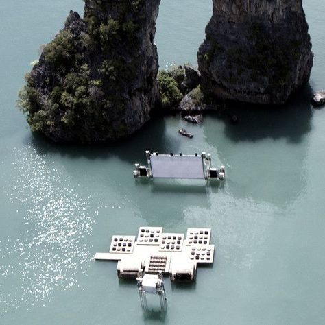 """""""Dive in"""" theater in Thailand"""