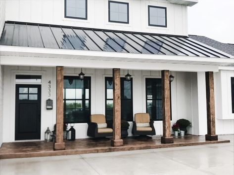 White with Black Modern Farmhouse Porch Metal Roof White with Black Modern Farmhouse Porch Metal Roof Architectural Styles, Metal Building Homes, Building A House, Morton Building, Metal Homes, Modern Farmhouse Porch, Modern Porch, Metal Roofs Farmhouse, Contemporary Farmhouse Exterior