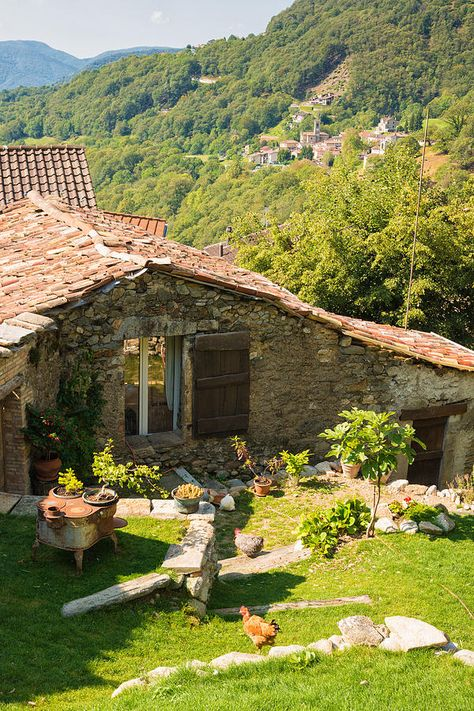 Old Stone House in Ticino ( Tessin )_ Switzerland Lugano, Switzerland House, Hippie Vintage, Grindelwald, Beautiful Homes, Beautiful Places, Old Stone Houses, Tiny House Cabin, Zermatt