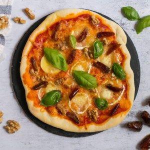 Pizza Casera Con Queso De Cabra Dátiles Nueces Y Albahaca El Sabor De Lo Bueno Masa De Pizza Casera Masa Para Pizza Pizza Casera