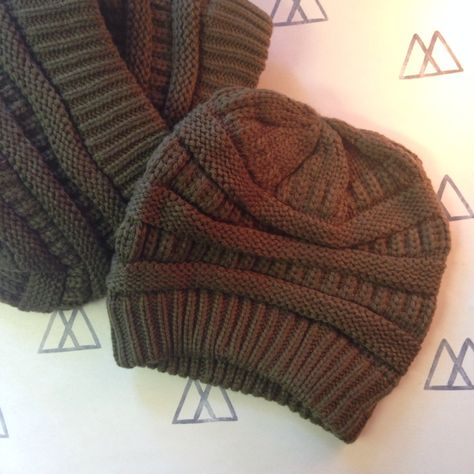 Unveiled: the new color of the Willow Beanie is ... Hunter Green!