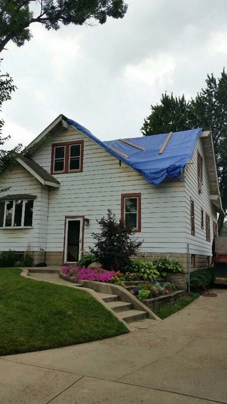 The Exterior Of This Home Looks Really Nice The White Vinyl Siding Looks Amazing Plus Once The Roof Gets Put B White Vinyl Siding Seamless Gutters Home Look