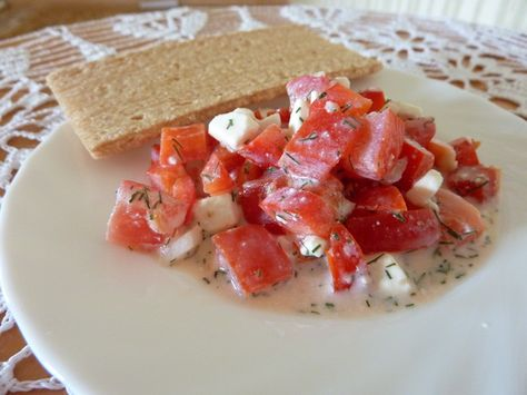 Sałatka z pomidora, papryki i sera feta kalorie. Ile kalorii