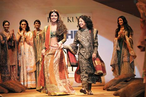 Fashion S First Lady A Course In History Of Art Nudged Her To Learn More About Textiles The Result India Got One Of Its First Fash Fashion First Lady Lady