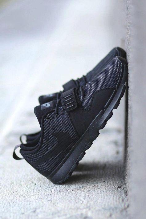 half off 69c1c 05365 Nike SB Trainerendor Nike SB Trainerendor Nike SB Trainerendor Black on  Black