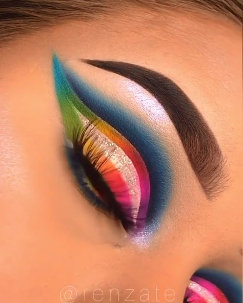 Colorful eye makeup. Such seamless blending😍