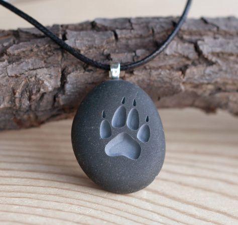 Wolf Paw print beidseitig gravierte Stein von sjengraving auf Etsy