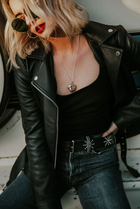 Buy Celebrities Outfits 2020 And Fashionable Designer Leather Jackets from the online leather jackets store Celebrities Outfits with Free Shipment. Rocker Chic Outfit, Rocker Chic Style, Rocker Chic Fashion, Rocker Chic Hair, Rocker Chic Makeup, Rocker Clothes, Rocker Look, Punk Rock Outfits, Edgy Chic Outfits