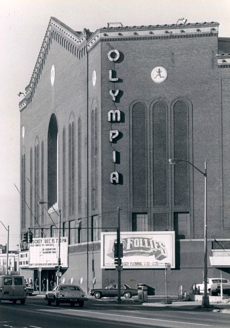 "Olympia Stadium - Old photos — Historic Detroit-I saw the ""Jackson Five"" there. State Of Michigan, Detroit Michigan, Detroit Tigers, Livonia Michigan, Detroit Sports, Detroit Area, Metro Detroit, Detroit Red Wings, Abandoned Detroit"