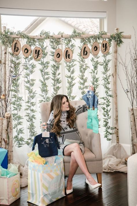 a birch themed baby shower — Hello Honey Baby Shower Elegante, Otoño Baby Shower, Fiesta Baby Shower, Baby Shower Backdrop, Elegant Baby Shower, Shower Bebe, Baby Shower Photos, Baby Shower Winter, Boy Baby Shower Themes