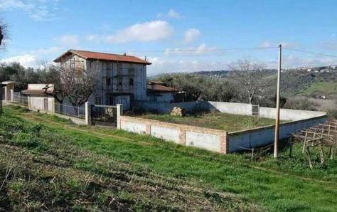 4-bedroom detached villa Ref:Villa Cortinto, Lanciano, Abruzzo. Italian holiday homes and investment property for sale.