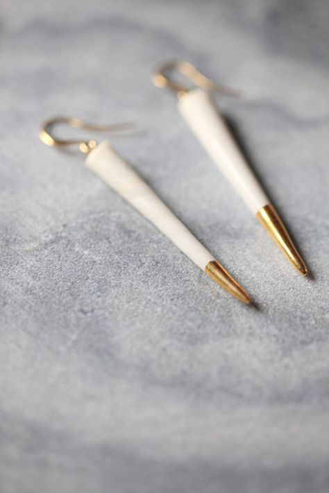 Oursin are modern and minimalist earrings, made of porcelain from Limoges, one of the most appreciated among ceramists for its quality and color, hand painted with pure gold Organic and elegant look. Very light and perfect for everyday .