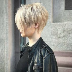 Rockstar Frisur In 2020 Coole Kurzhaarfrisuren Feines Haar Styling Kurzes Haar