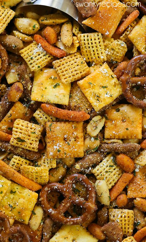 Chex Mix - For a taste of Cajun Country in Louisiana, try this spicy Cajun seasoning snack mix ble Trail Mix Recipes, Snack Mix Recipes, Snack Mixes, Cereal Recipes, Pub Mix Recipe, Joe Recipe, Donut Recipes, Gourmet, Pretzels