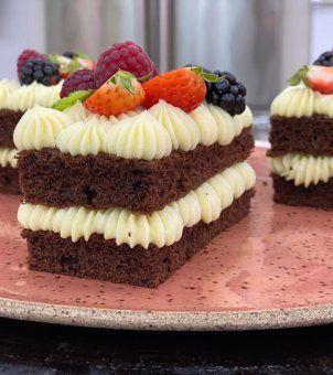 Mini Bolo De Chocolate Com Recheio De Leite Em Po Em 2020 Com