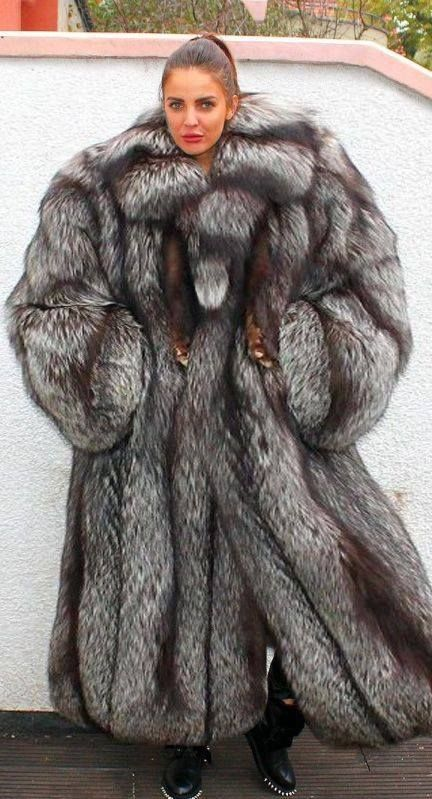 Huge fox fur coat..should have been even bigger mmm | Sexy fur ...