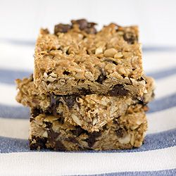 Chewy peanut butter granola bars with chocolate chips. An easy & healthy snack.