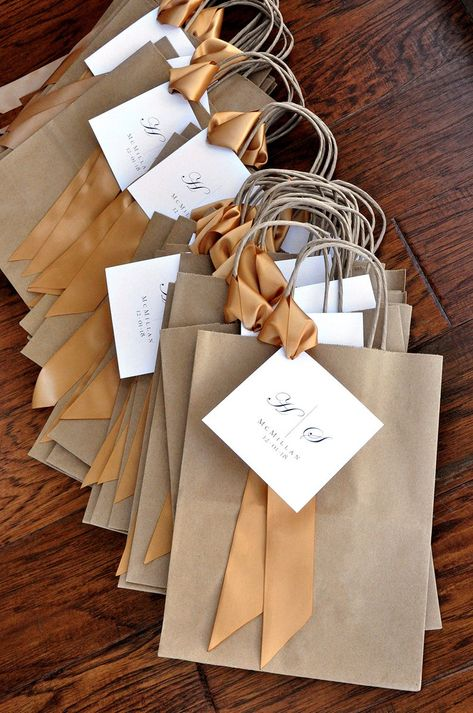 Wedding Gifts For Guests, Wedding Favor Bags, Candle Packaging, Gift Packaging, Paper Bag Design, Gift Baskets For Women, Black And White Ribbon, Gift Wraping, Diy Crafts To Do