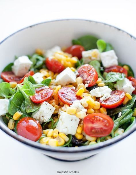 Salatka Z Feta Pomidorkami I Kukurydza Fast Healthy Meals Healthy Salad Recipes Workout Food