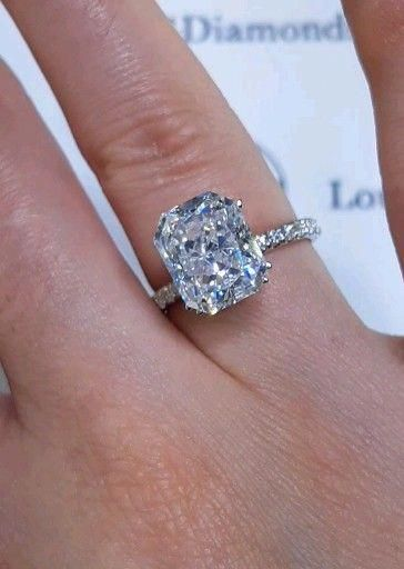 Now that's a sight for sore eyes 🤩 - Ring verlobung - Engagement Rings