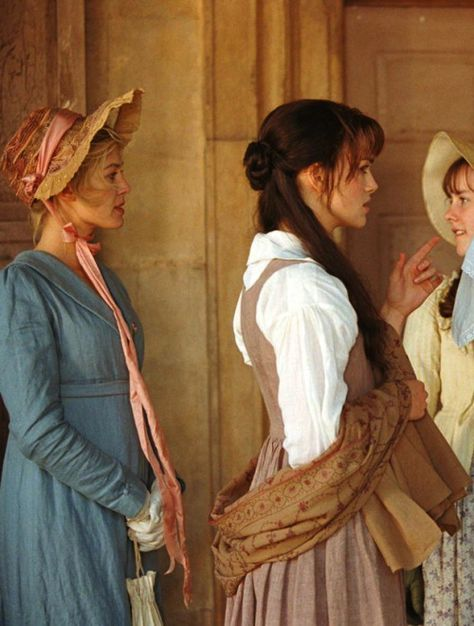 Rosamund Pike as Jane Bennet and Keira Knightley as Elizabeth Bennet in Pride and Prejudice (2005).