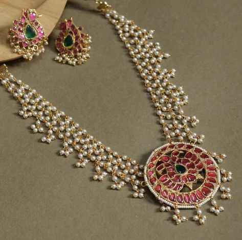gorgeous necklace with semi precious stones