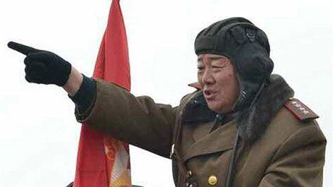 """Corea del Norte ejecuta a su ministro de defensa """"por quedarse dormido durante un desfile""""   Diario Público"""
