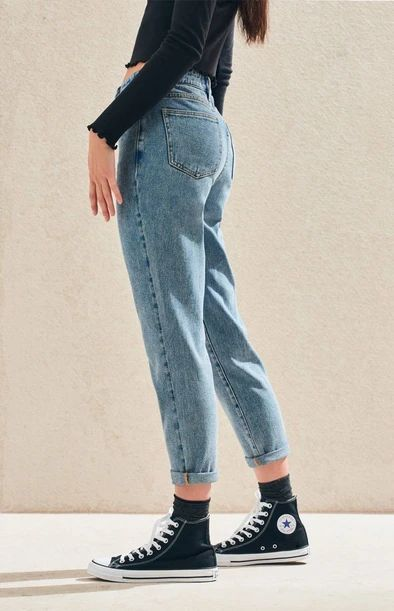 Create a cute and casual look with the Lexie Blue Mom Jeans by PacSun. These must-have blue jeans are made from a reliable rigid fabric and boast a high-rise fit and a tapered leg for a comfortable fit.