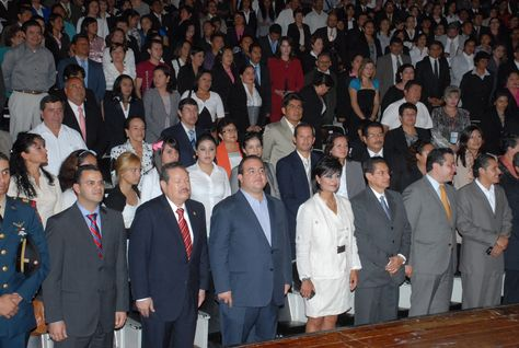 El Gobernador de Veracruz, Javier Duarte de Ochoa, asistió a la entrega de los primeros títulos universitarios y los primeros certificados de bachillerato de la Universidad Popular Autónoma de Veracruz (UPAV).