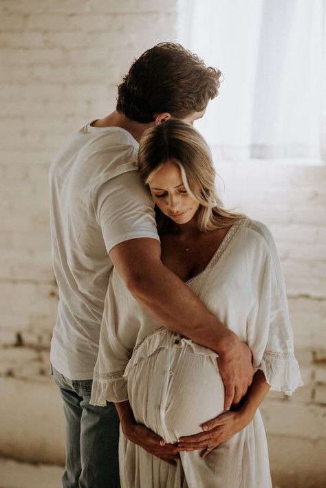 Couple Maternity Poses, Studio Maternity Shoot, Couple Pregnancy Photoshoot, Winter Maternity Photos, Outdoor Maternity Photos, Maternity Session, Maternity Portraits, Maternity Pictures, Cute Pregnancy Pictures