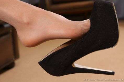 As seen on Legs.BZ website. | shoes | Pinterest