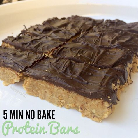 Healthy Snacks Easy No Bake Peanut Butter Protein Bars - These proteins bars will make you wonder why you ever got store bought. Only 5 ingredients and 5 minutes needed. Simply heat ingredients on the stove. Healthy Protein Snacks, Protein Bar Recipes, Protein Powder Recipes, Healthy Sweets, Healthy Baking, Protein Foods, Protein Cake, High Protein Desserts, Protein Bread