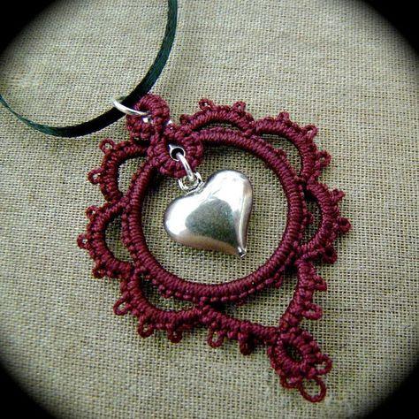 Tatted Lace Collar - corazón de Borgoña - único en su clase