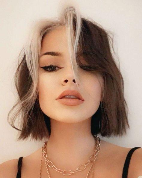 Hair Color Streaks, Hair Highlights, Two Color Hair, Chunky Highlights, Short Hair Colour, Short Colorful Hair, Colored Short Hair, Hair Colour Ideas, Coloured Pixie Cut