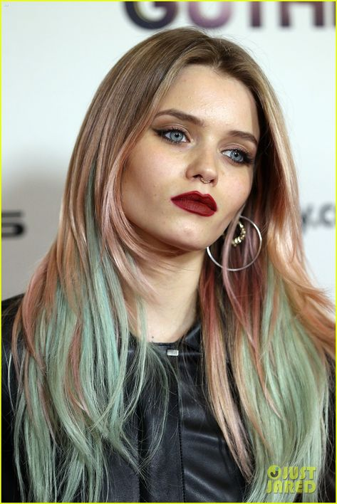 Mad Max's Abbey Lee Kershaw Debuts New Blue & Pink Hair: Photo ...