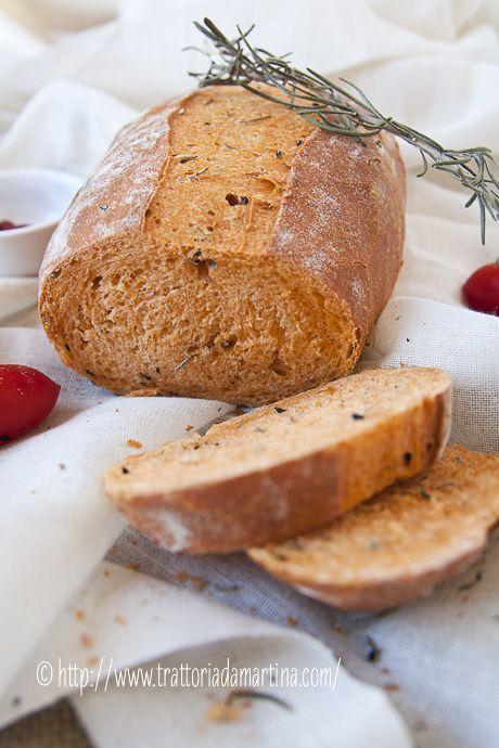 Pane al pomodoro con rosmarino e semi di nigella (semi di cipolla neri...che ho sostituito con i semi di papavero ed è stato un successo! Anita)